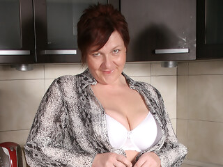 big ass big tits Big Breasted Mature Slut Playing In Her Kitchen - MatureNL